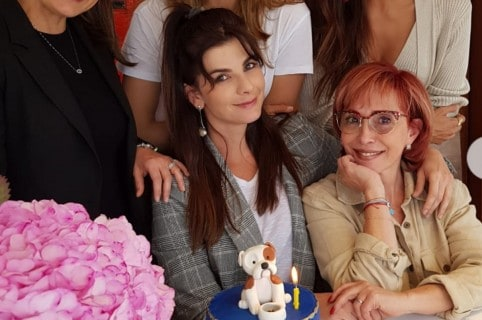 Carolina Cruz y Yaneth Waldman, presentadoras.