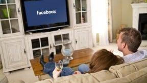 Pareja viendo televisión