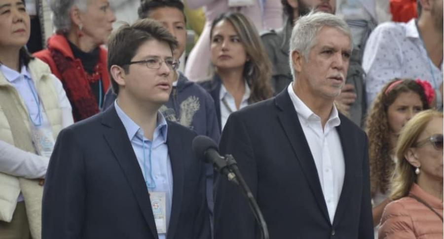 Miguel Uribe, secretario de Gobierno, y Enrique Peñalosa, alcalde.