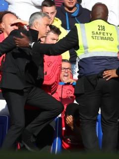 José Mourinho en el partido entre Chelsea y Manchester United