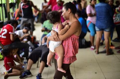 Mujer y niño frontera