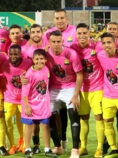 Homenaje de Atlético Bucaramanga a esposa de Luis Delgado