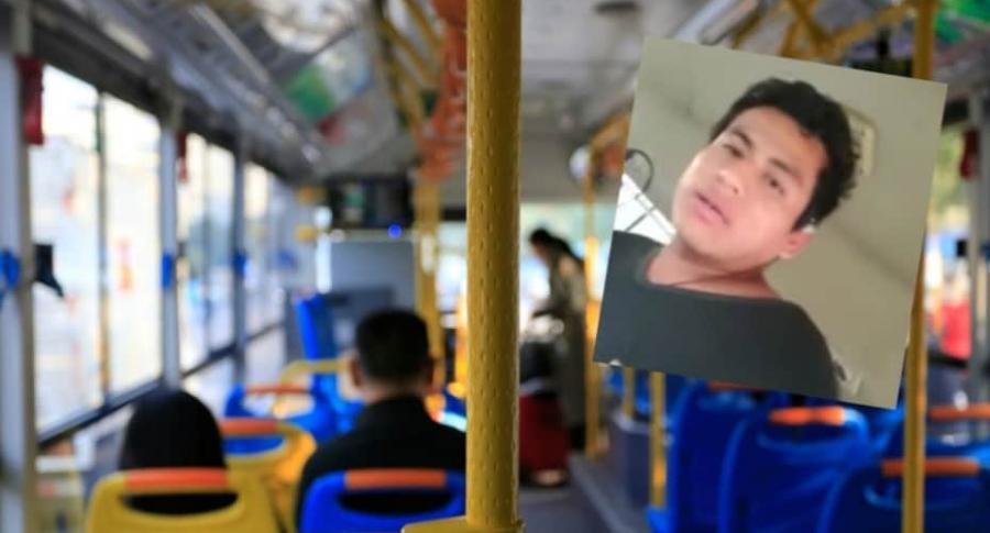 Bus con pasajeros.