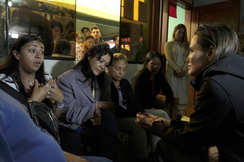 Angelina Jolie con mujeres venezolanas refugiadas
