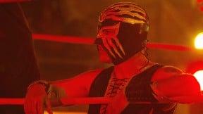 Por la máscara.