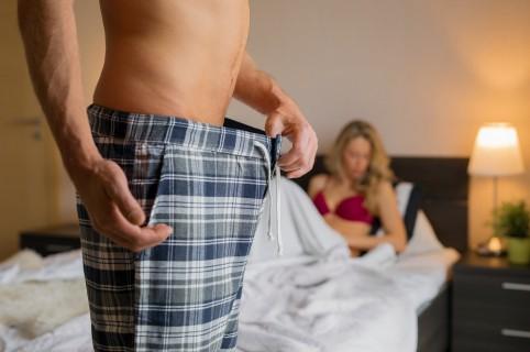 Trucos y posiciones para que un pene pequeño no se salga en el sexo