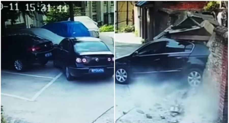 Conductor se estrella mientras parquea.