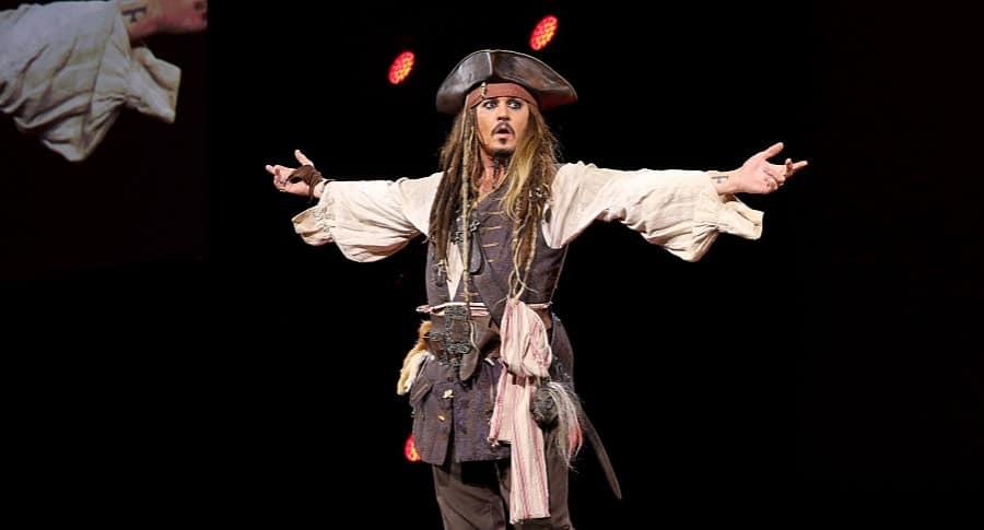 Johnny Depp,  vestido del capitán Jack Sparrow