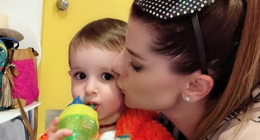 Carolina Cruz, presentadora, con su hijo Matías.