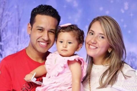 Martín Elías, cantante (Q.E.P.D.), con su esposa Dayana Jaimes y su hija Paula.