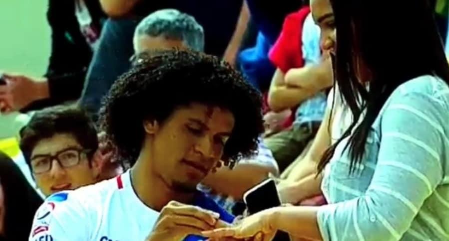 Futbolista pide matrimonio