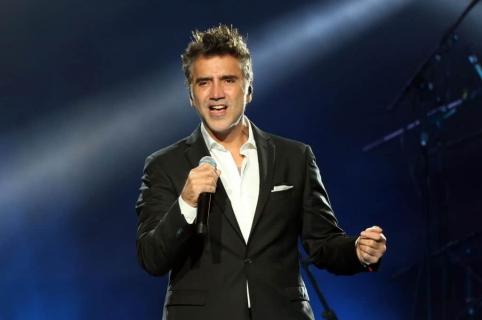 Alejandro Fernandez, cantante mexicano.