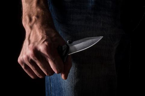 Hombre con cuchillo.