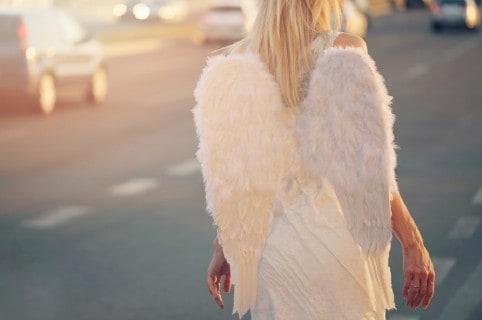 Ángel en la calle.