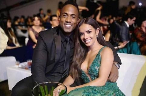 Anddy Caicedo, cantante, y Elianis Garrido, actriz y presentadora.