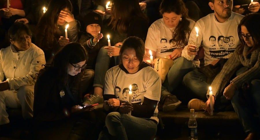 Familiares y amigos de los tres periodistas ecuatorianos asesinados en Colombia