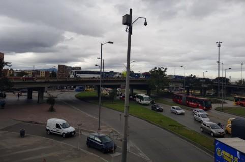 Trancones por choque simple en Avenida de Las Américas con NQS