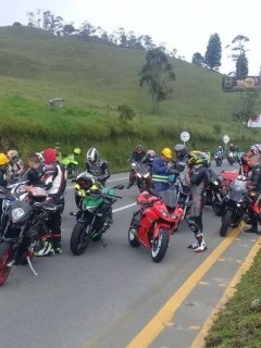 Motociclistas en vía a Villeta