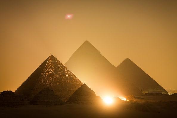 Pirámides en el atardecer
