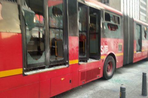 Bus de Transmilenio afectado