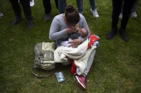 Mamá lactando a su bebé