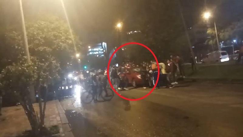 Carro arrolló a manifestantes