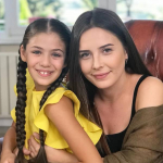 Isabella Damla Guvenilir junto a Selin Sezgin