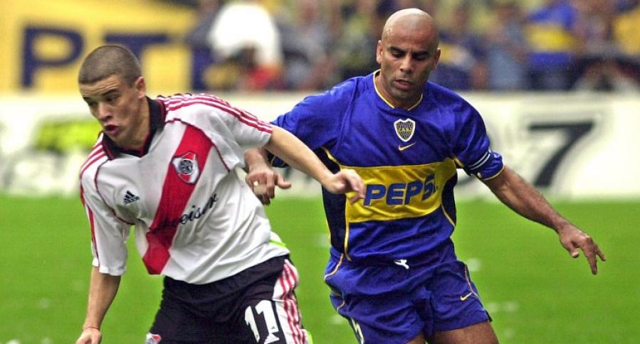 Andrés D'Alessandro (River Plate) y Mauricio 'Chicho' Serna (Boca Juniors)