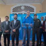 Enrique Peñalosa, alcalde de Bogotá, y sus funcionarios