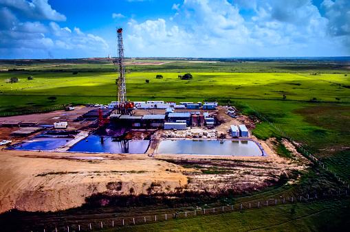 Fracking o hidrofracturación.