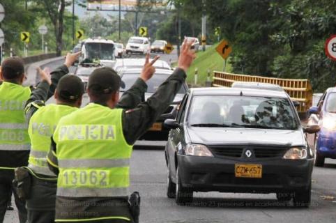 Policías haciendo operativos