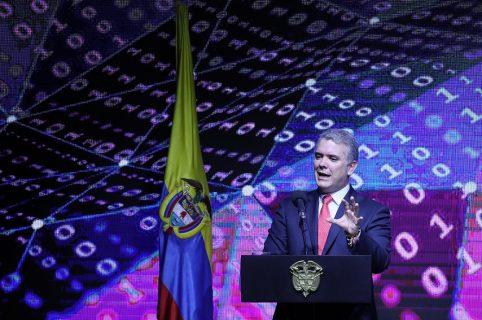El presidente de Colombia Iván Duque habla durante la jornada inaugural de la conferencia anual del Banco de Desarrollo de América-CAF hoy, miércoles 7 de noviembre de 2018, en Bogotá (Colombia).