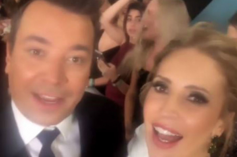 Alejandra Azcárate y Jimmy Fallon
