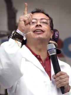 Gustavo Petro en plaza pública