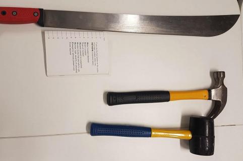 Machete y martillos