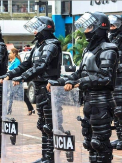 """""""Atropello"""": Así registró reconocido diario británico caso del Esmad con manifestantes"""