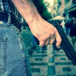 Hombre con pistola.