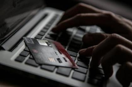 Persona usando un computador