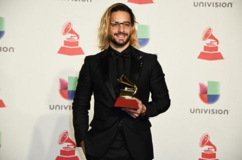 Maluma con su Grammy.