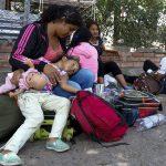 Familia venezolana en la frontera