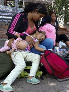 """""""No vinimos a parir por gusto en Colombia"""": venezolana le responde a Claudia Palacios"""