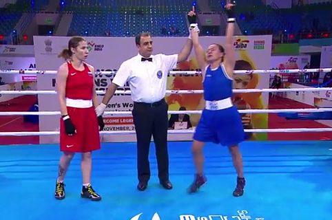 Juez levanta la mano de Yeni Marcela Arias en el Mundial de Boxeo