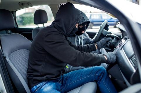 ladrones en carro