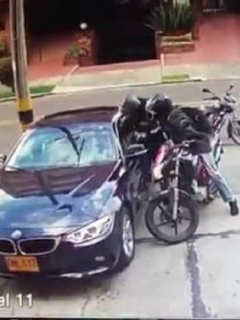 Ladrones en moto