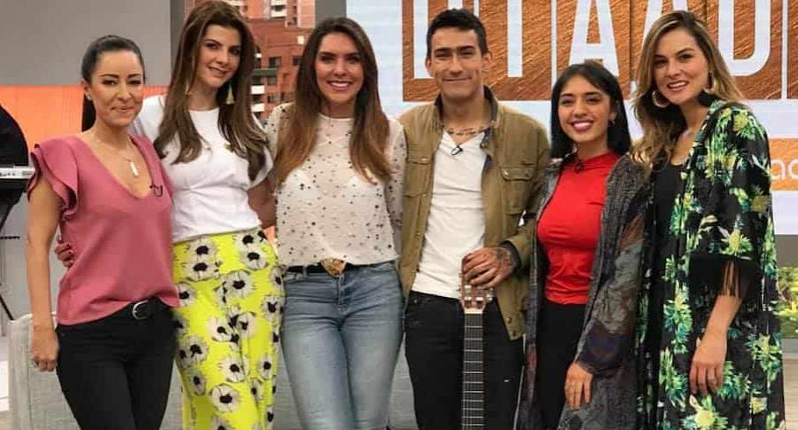 Hijo y nuera de Mónica Rodríguez, junto a las presentadoras de 'Día a Día'