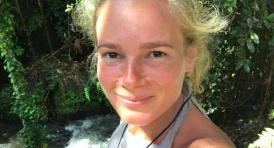 Mujer que asesinó a su hijo en Indonesia.