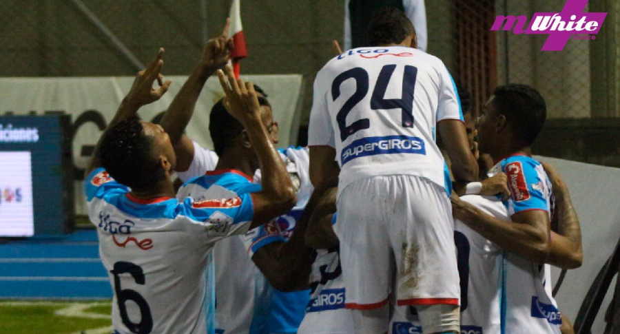 Jugadores de Atlético Junior celebran en la cancha del Alberto Grisales