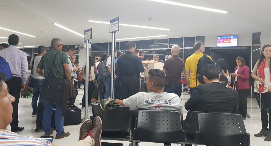 Pasajeros en aeropuerto de Cali