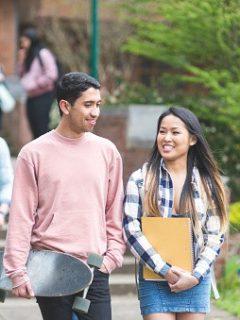 Jóvenes en universidad