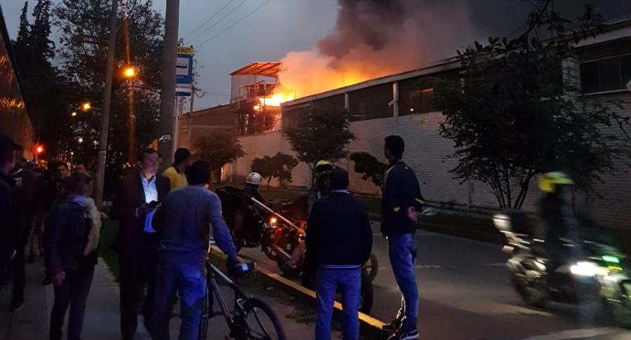 Incendio en fábrica de Postobón de Puente Aranda